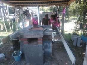 Women from F.Serrato finish fuel-efficient stove