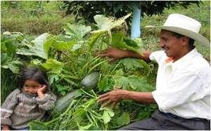 Don Federico shows his daughter an organic squash