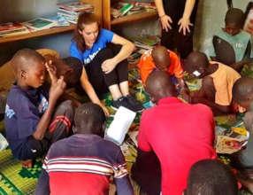Reading with children in Maison de la Gare library