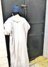 A marabout in front of the prison door