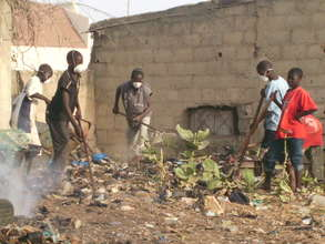 Kalidou helps at new MDG site clean-up - June 2009