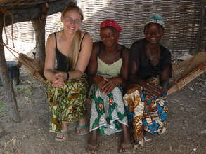 Young women of Fongoli village
