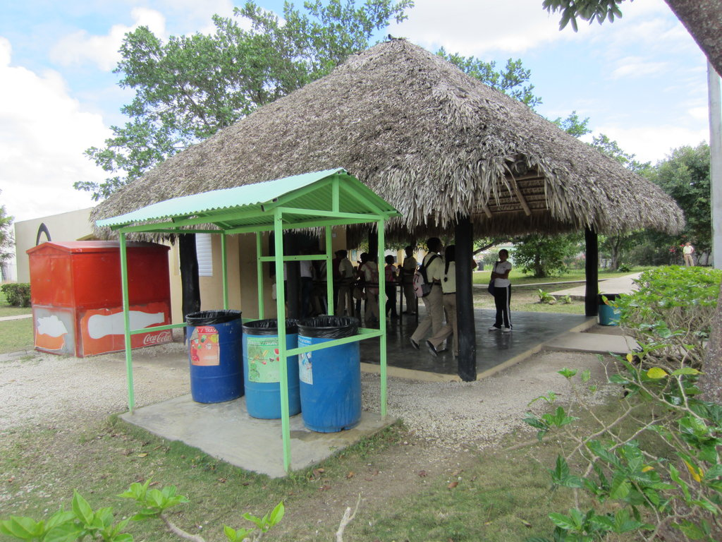 IMPROVE SCHOOL FOR 700 DOMINICAN STUDENTS IN NEED