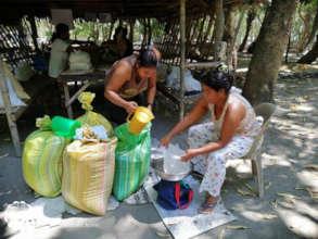 Community Members Prepare their Relief Packs