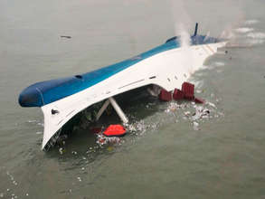 Sewol Ferry Sinking with Hundreds Still Aboard