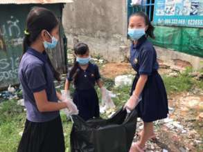 Children are cleaning the community