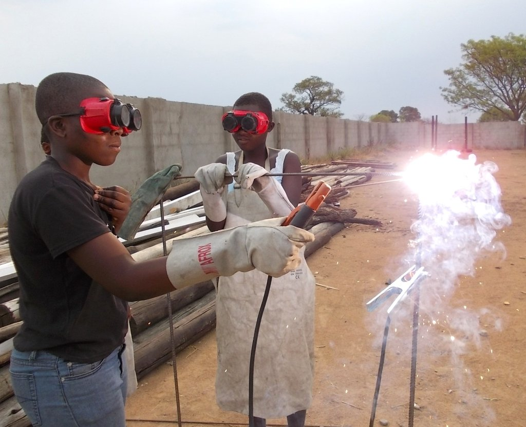 BUILDING THE FUTURES OF 100 ZIMBABWEAN GIRLS