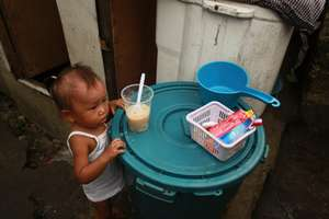 child displaced by flood waters with AAI food