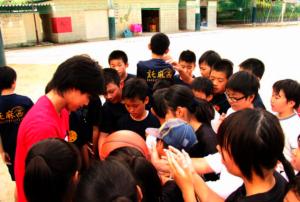 Kids in Kumamoto enjoy basketball with Seiichi