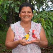 Paquita - artisan from Amazonas with woven birds