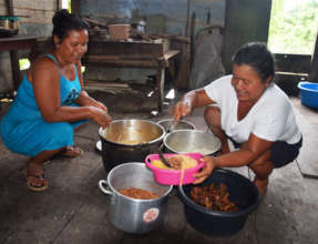 Serving lunch at artisan workshop at Brillo Nuevo