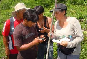 Yully Rojas teaching Bora men how to use GPS