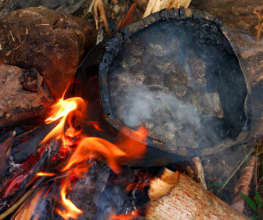 Cooking copal resin to caulk wooden boat
