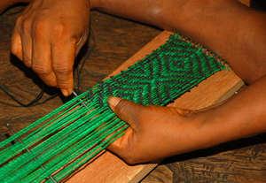 Weaving a chambira anaconda style guitar strap