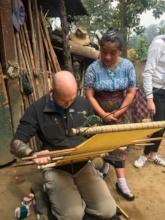 Weaving with a waist loom in Nahuala