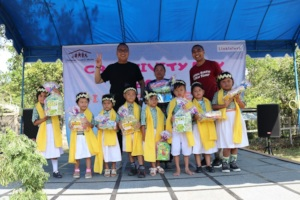 The children with the donor representatives