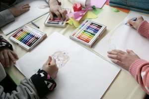 Save the Children - coloring in the Friendly Space
