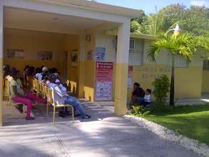 patients in the outdoor waiting area