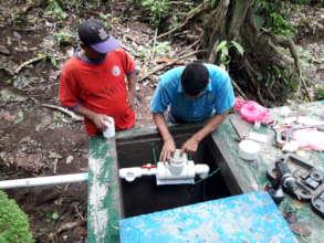 Installing the chlorinator in Boca de Sabalos.