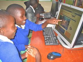 Students at Mwaasua PS exploring Internet
