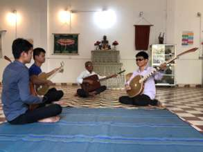 Chapey Dong Veng Lesson with KCDI blind students