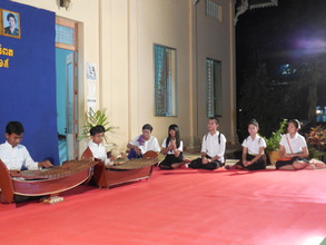 Di Pok theatrical students