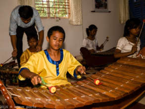 Playing the Roneat