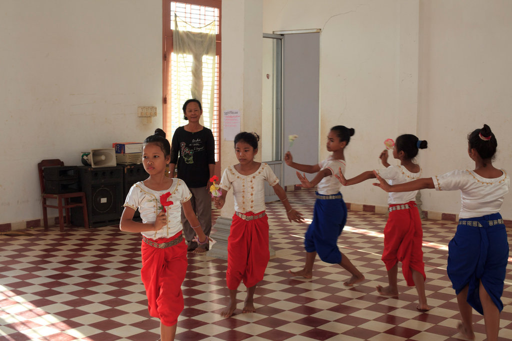 Free Arts Training for 150 Children in Cambodia