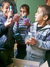 Distribution of RI hygiene kits to Syrian families
