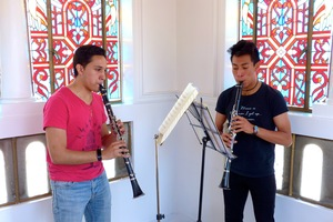 Giovanni and Angel rehearsing Mozart