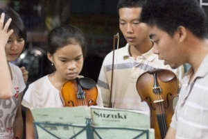 Vy (center) in 2013 with our music teacher Tuan