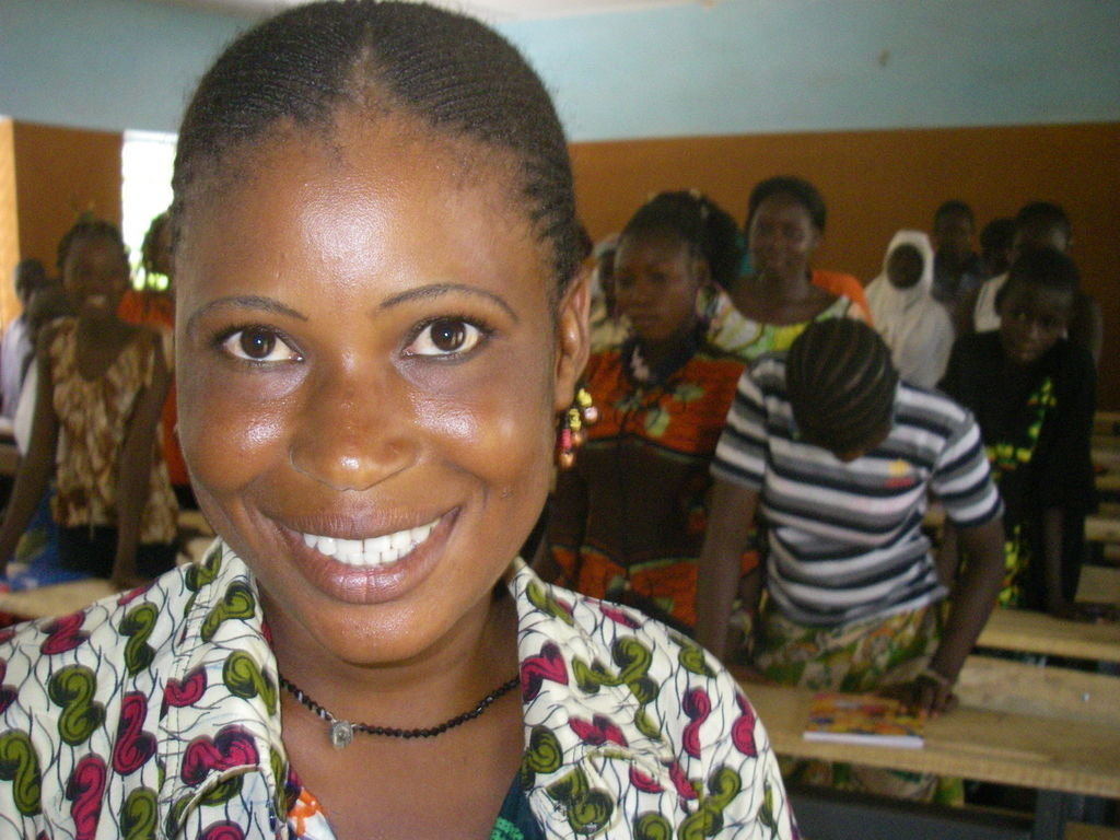 Noon Meal Improves Girls' Learning in Burkina Faso