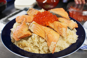 Made it! Salmon and salmon eggs with rice
