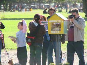 Minilbraries in public parks in Rosario 2