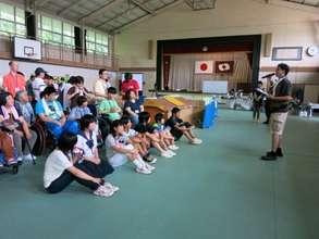 Yoshiyuki Komatsu explaining the day's schedule
