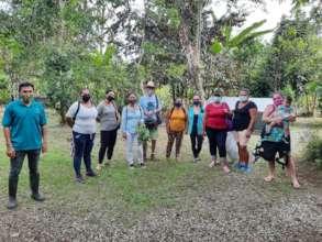 Grupo aprendiendo sobre Agriculture regenerativa