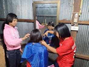 Need a hair cut? Refugee camp salon style