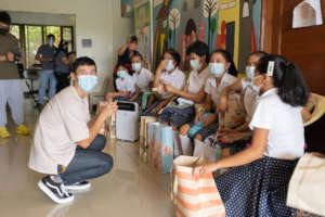 Filipino celebrity Enchong Dee visits Tahanan