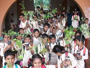 Isha Vidhya students with tree saplings