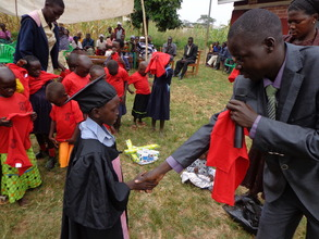 A pupil Recieves a set of Uniform.