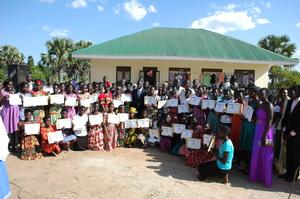 Graduands Display Certificates