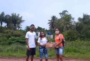 Facial mask delivered to Caju Una community