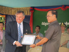 Manulife receives a certificate of appreciation.