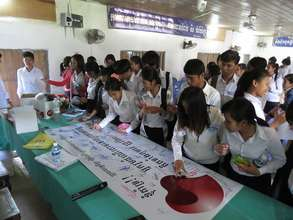 Students sign banners for passenger helmet law