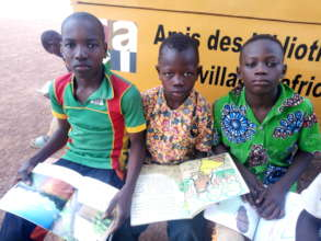 Readers at Ecole A in Hounde, July 2020