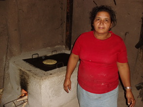 Tiodora D. with her Joco Justa improved cookstove!
