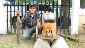 Stove technician Bryam testing the Coci Nica