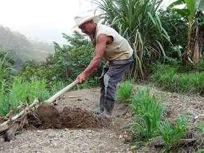 Honduran farmer Tomas prepares soil for planting.