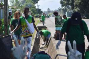 St Andrews Youths doing clean-up in Lae City