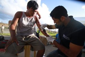 Dr. Pranav Shetty treating a patient